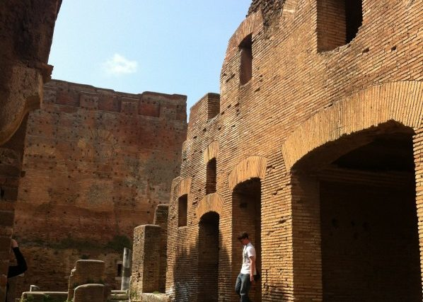 Ostia_Antica_street_and_Insula